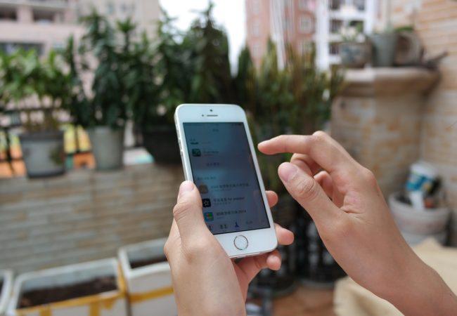iPhone SE vydrží na jedno nabití 10 dní!